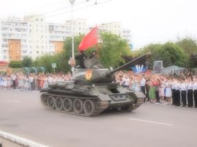 """Szenenwechsel: 9. Mai 2015 Tiraspol, Siegesparade zum 70. Jahrestag. War es das was die Ärzte mit """"Friedenspanzer"""" besangen?"""