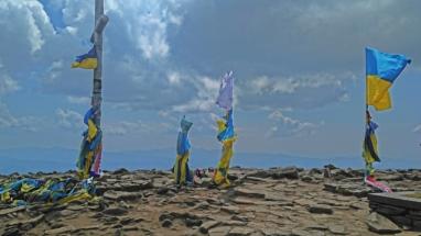 Im Fahnenmeer patriotischer Glücksseeligkeit auf 2061 Metern.