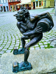 In der Weinhauptstadt Polens begegnete man allerorten einem vorwitzigen Bachcus, der stets daran erinnerte, dass man nur zum Vergnügen hierhin angereist sei.