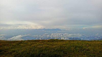 Die Wolken reißen auf und präsentieren Aussichten, die mich sprachlos machen. Blick auf die Tatra.