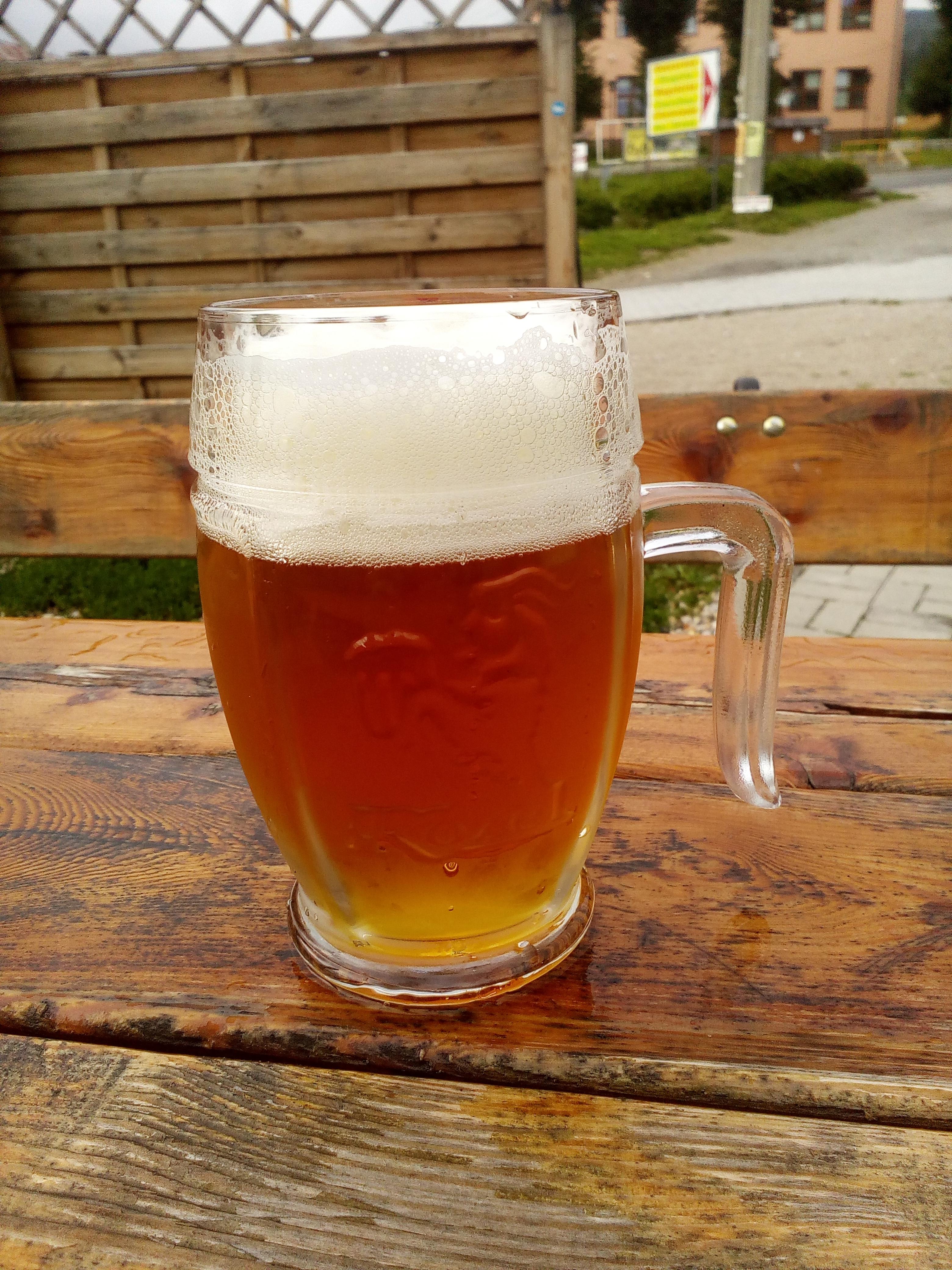 Nach fünf Tagen in den Bergen hoffte ich auf Bier, Dusche und Bett. Gottseidank waren nur die letzten beiden Dinge grade ausverkauft.